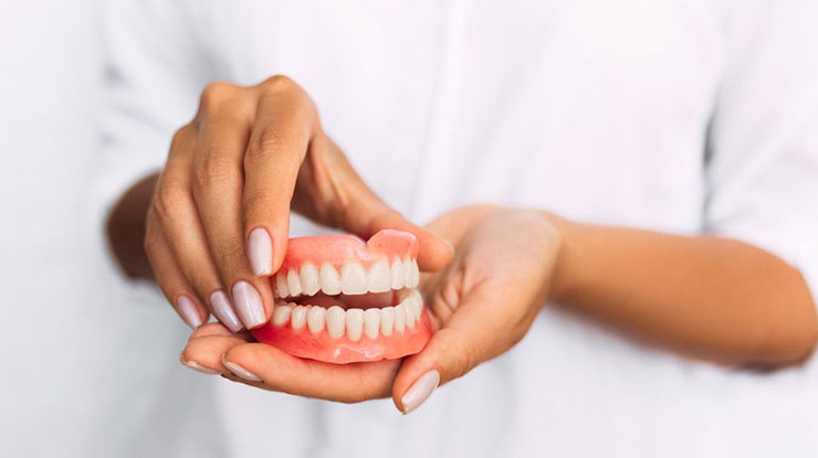 Alasan Pasang Gigi Palsu